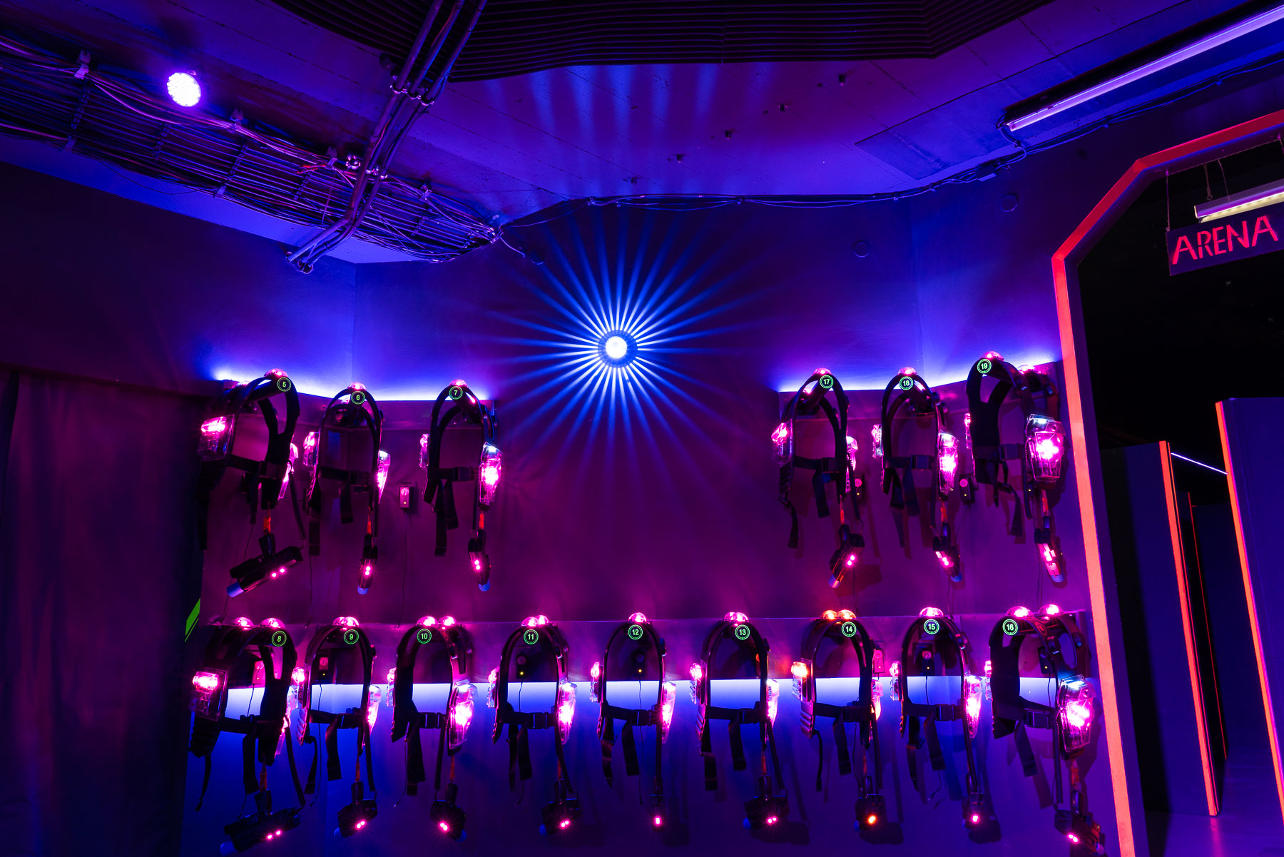 Lasertag One in Mannheim Neckarau hat Ausrüstungen für 40 Spieler gleichzeitig